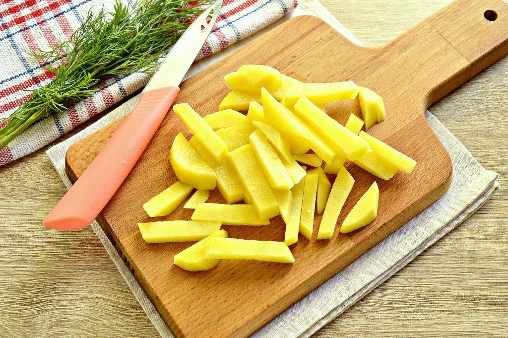 Фото рецепта - Вермишелевый суп с колбасой - шаг 1
