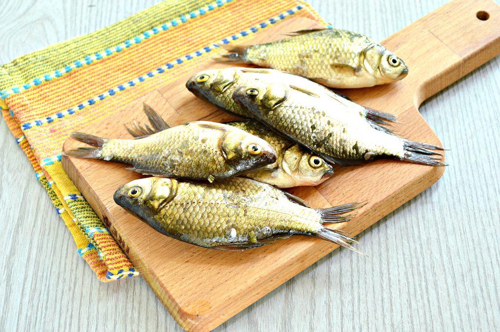 Фото рецепта - Караси в панировочных сухарях на сковороде - шаг 1