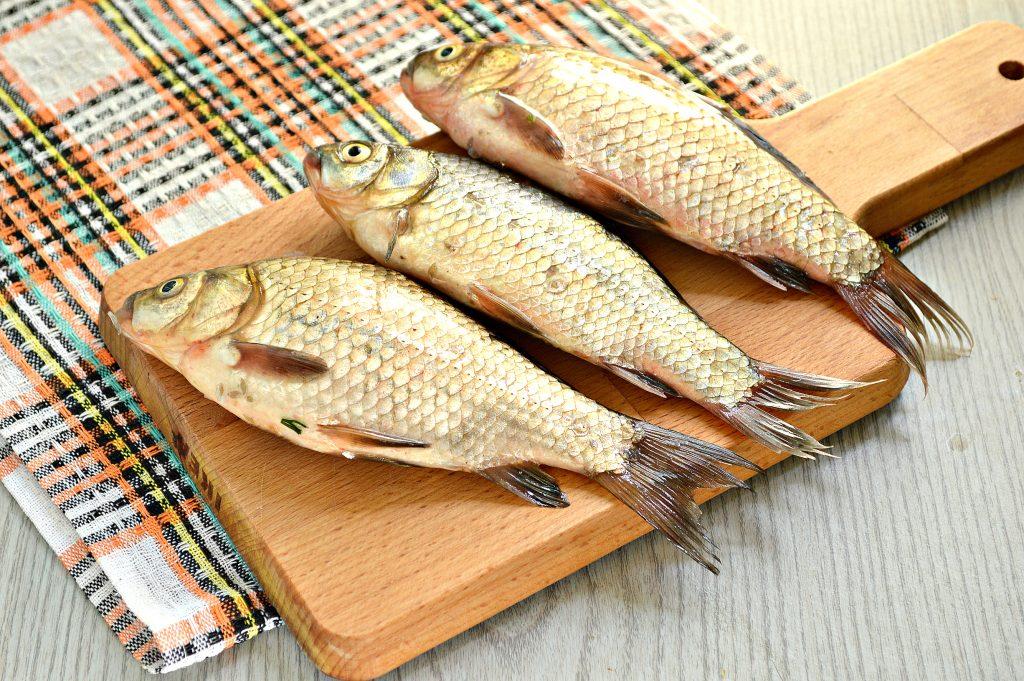 Фото рецепта - Карась, фаршированный овощами, запеченный в духовке - шаг 1