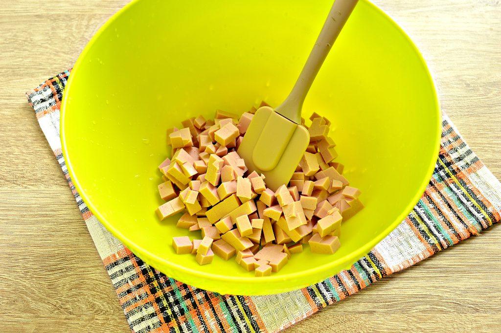 Фото рецепта - Окрошка с вареной колбасой и майонезом на квасе - шаг 1