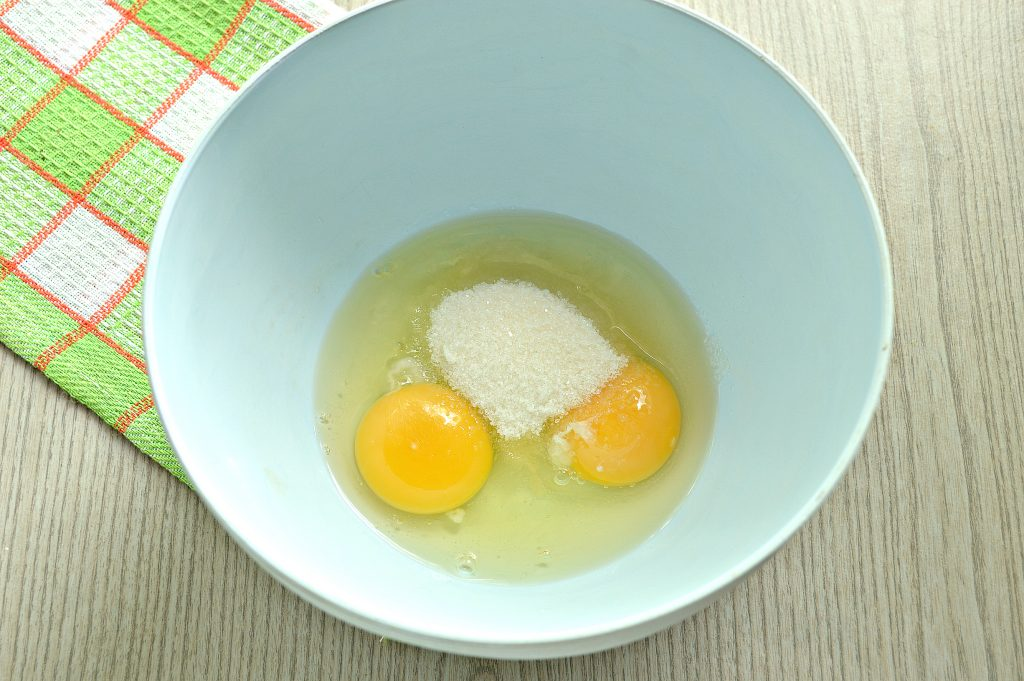 Фото рецепта - Заварные блинчики на скисшем молоке и кипятке - шаг 1