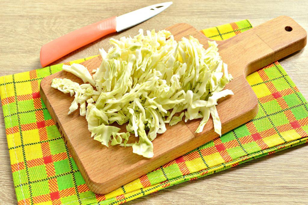 Фото рецепта - Овощной суп с молодой капустой и курицей - шаг 1