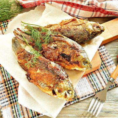 Караси, жаренные на сковороде с морковью и луком - рецепт с фото