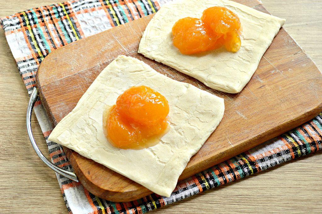 Фото рецепта - Слойки с абрикосами - шаг 2