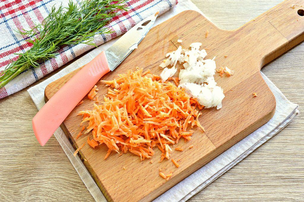 Фото рецепта - Вермишелевый суп с колбасой - шаг 2