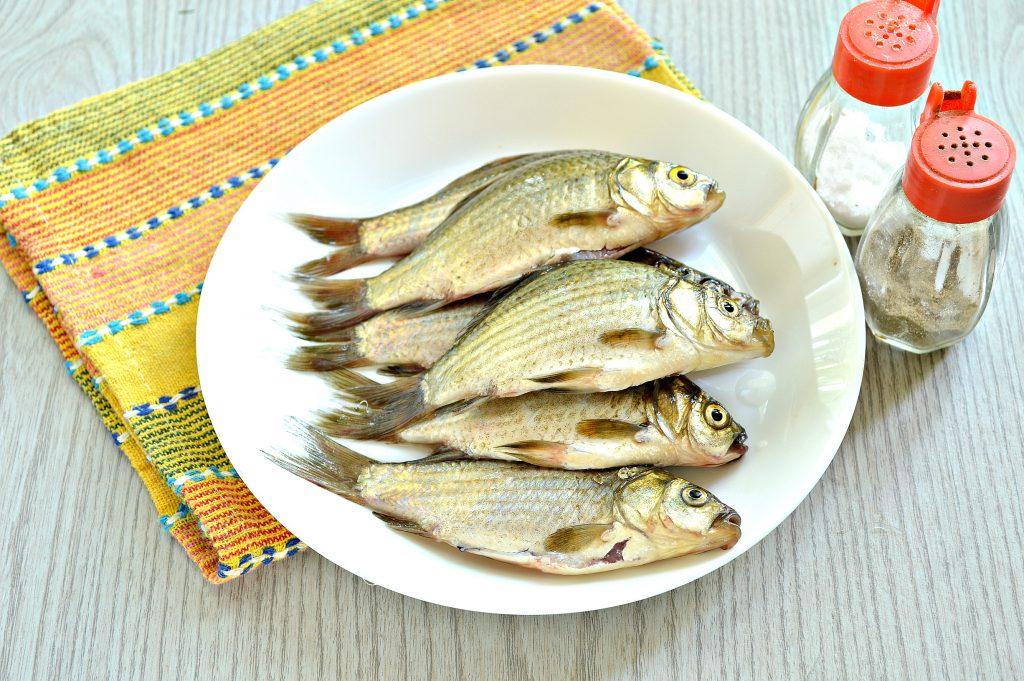 Фото рецепта - Караси в панировочных сухарях на сковороде - шаг 2