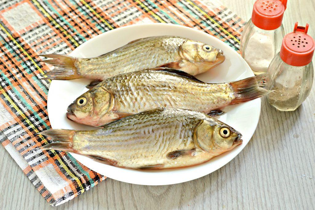 Фото рецепта - Карась, фаршированный овощами, запеченный в духовке - шаг 2
