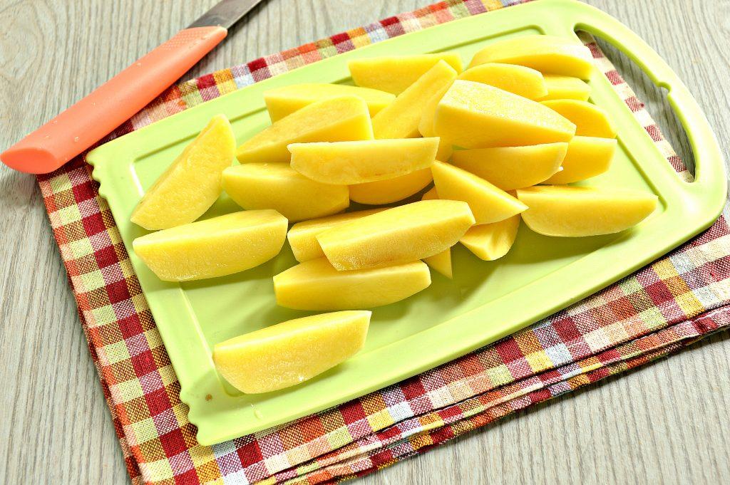 Фото рецепта - Молодой картофель, тушеный со свининой и овощами - шаг 2