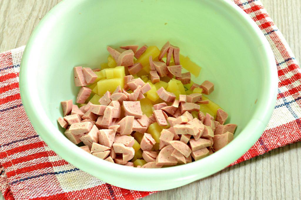 Фото рецепта - Домашняя окрошка на минеральной воде с майонезом - шаг 2