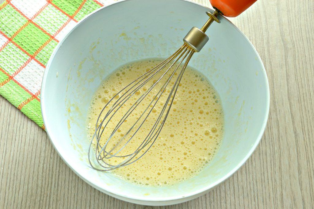 Фото рецепта - Заварные блинчики на скисшем молоке и кипятке - шаг 2