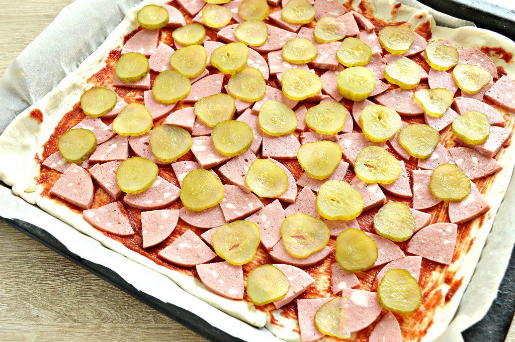 Пицца с копченой колбасой и сыром - рецепт пошаговый с фото