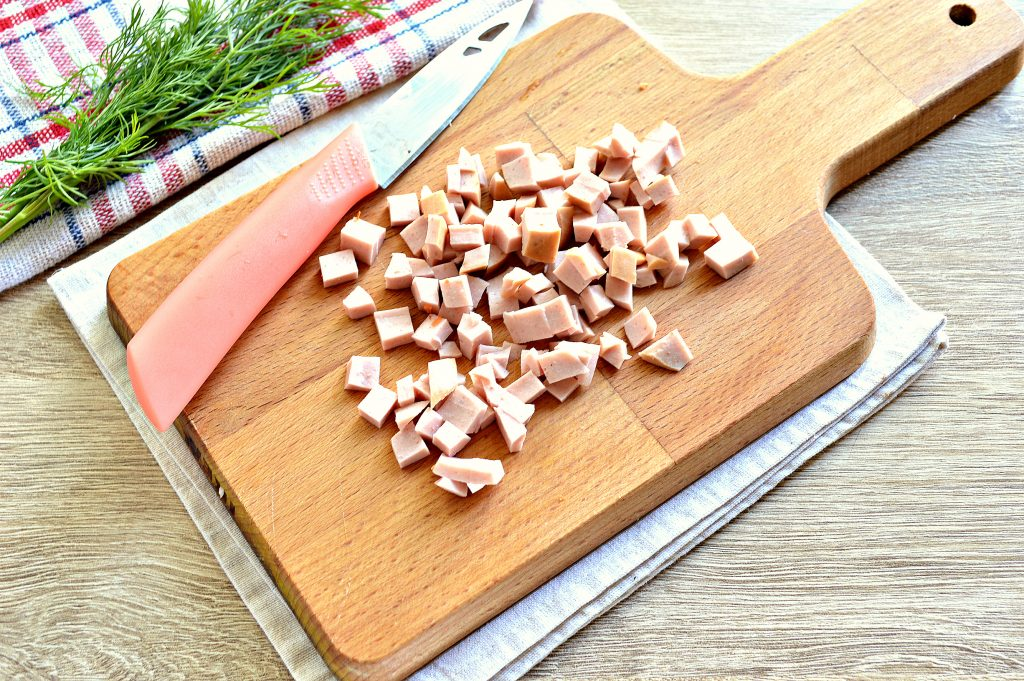 Фото рецепта - Вермишелевый суп с колбасой - шаг 3