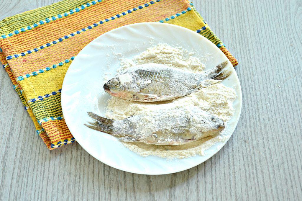 Фото рецепта - Караси в панировочных сухарях на сковороде - шаг 3