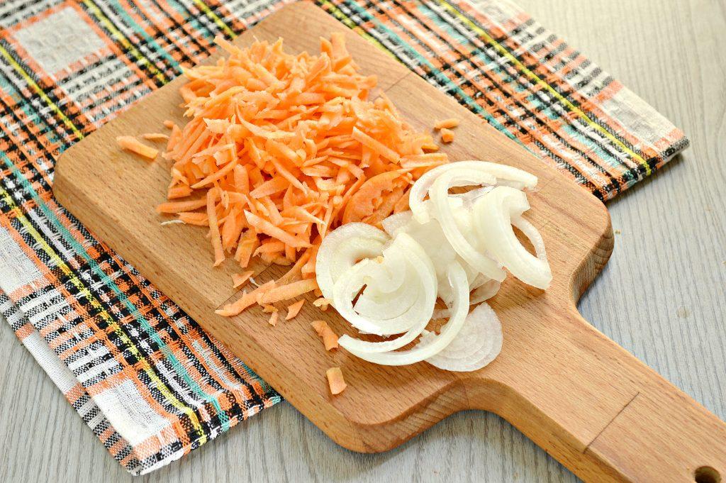 Фото рецепта - Карась, фаршированный овощами, запеченный в духовке - шаг 3