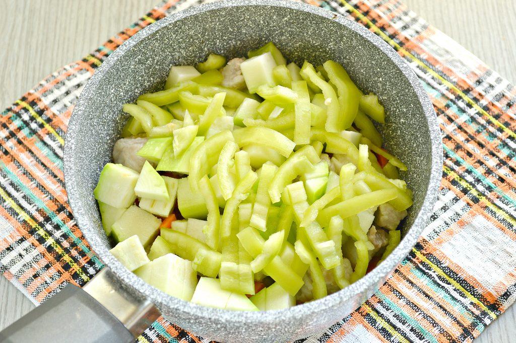 Фото рецепта - Овощное рагу со свининой - шаг 3