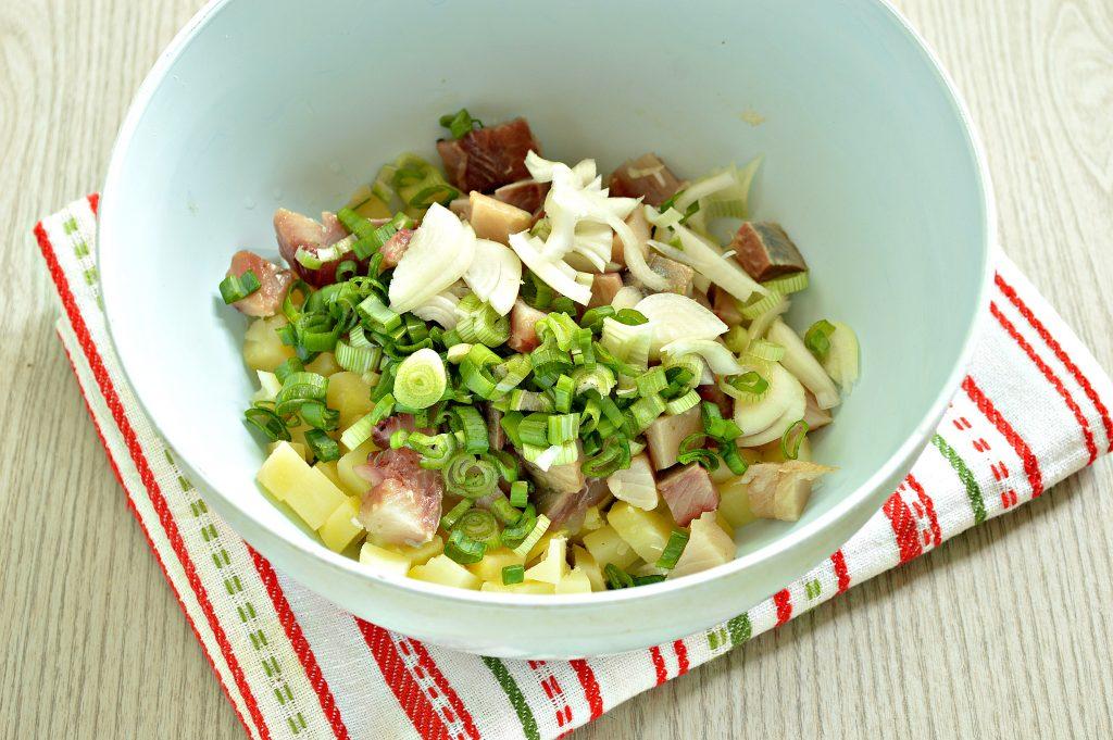Фото рецепта - Рыбный салат с картофелем и зеленым горошком - шаг 3