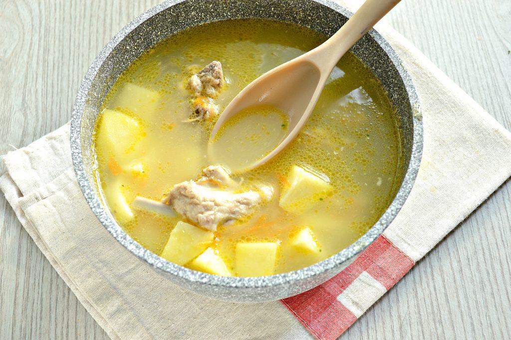 Фото рецепта - Ароматный картофельный суп со свиными ребрышками - шаг 3