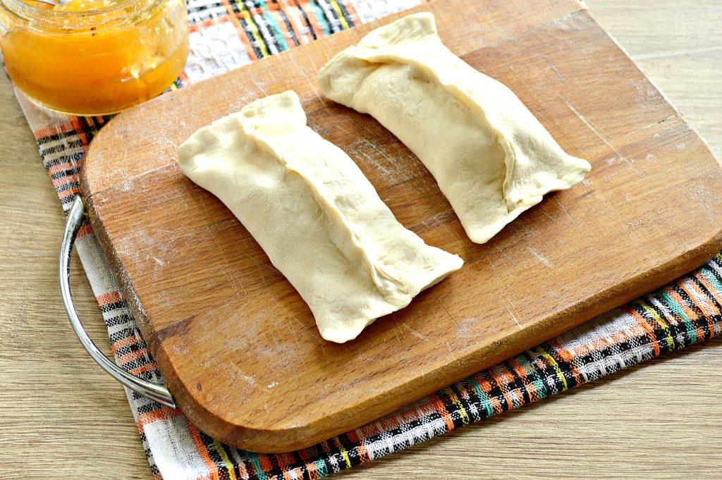 Фото рецепта - Слойки с абрикосами - шаг 4