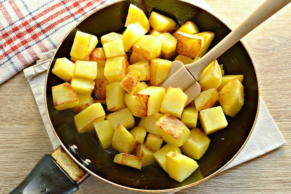 Фото рецепта - Курица, тушенная с кабачками и картофелем - шаг 4