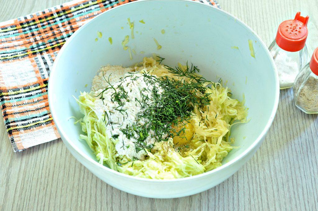 Фото рецепта - Картофельные драники с кабачком - шаг 4