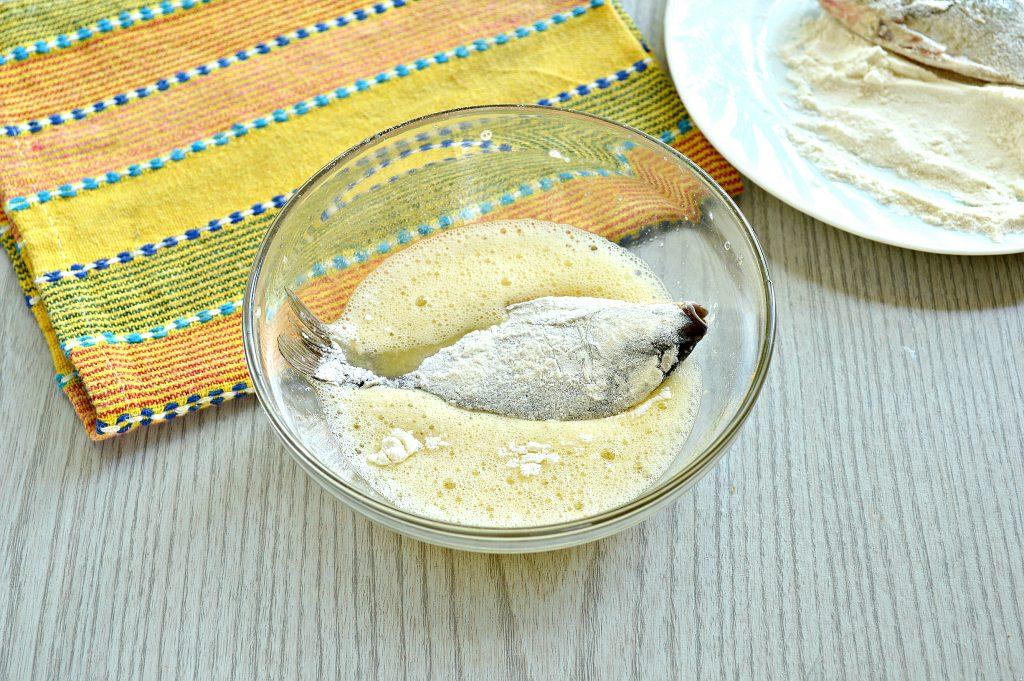 Фото рецепта - Караси в панировочных сухарях на сковороде - шаг 4