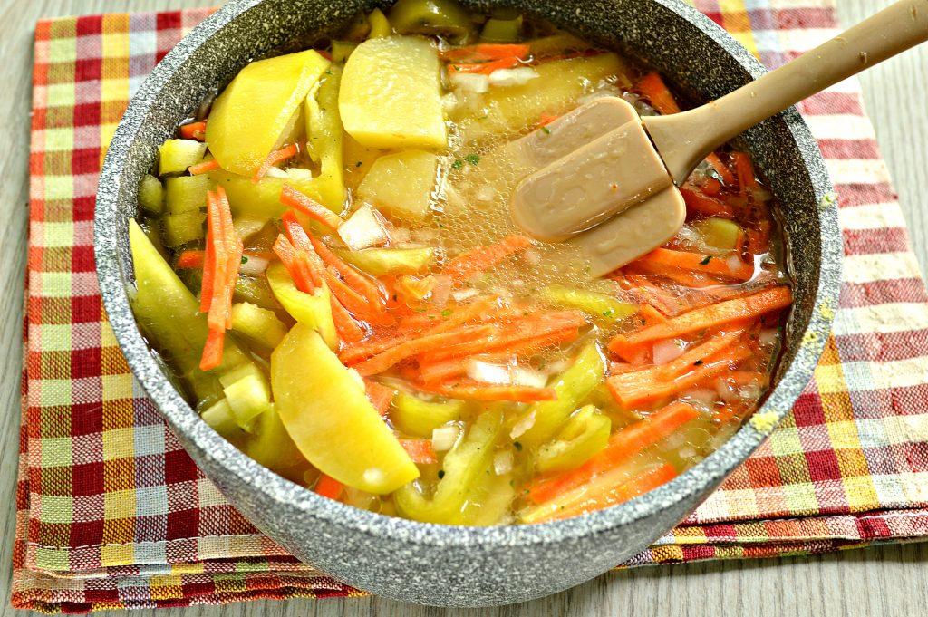 Фото рецепта - Молодой картофель, тушеный со свининой и овощами - шаг 4