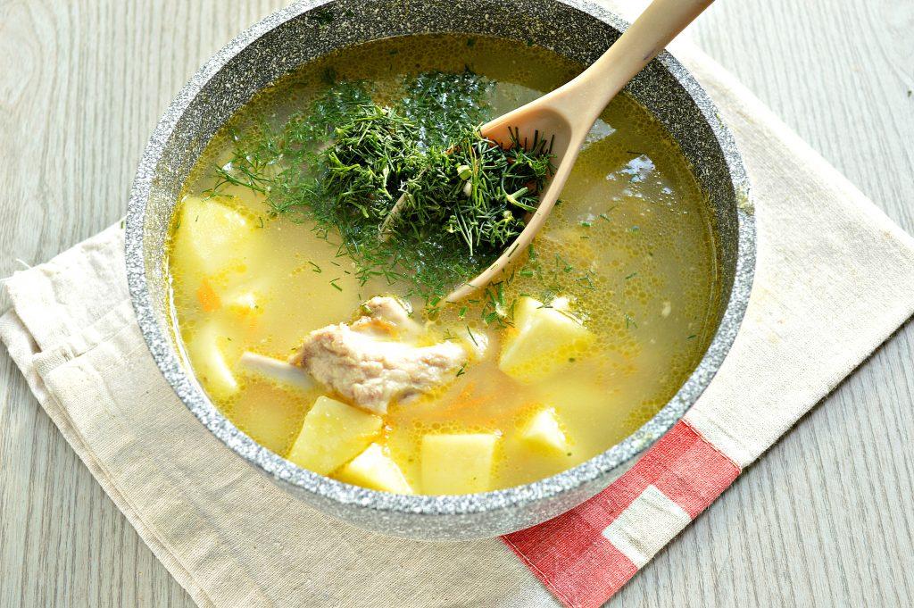 Фото рецепта - Ароматный картофельный суп со свиными ребрышками - шаг 4