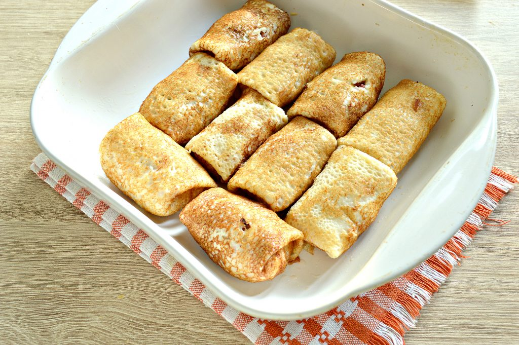 Фото рецепта - Фаршированные блины, запеченные в духовке с копченой колбасой и сыром - шаг 5