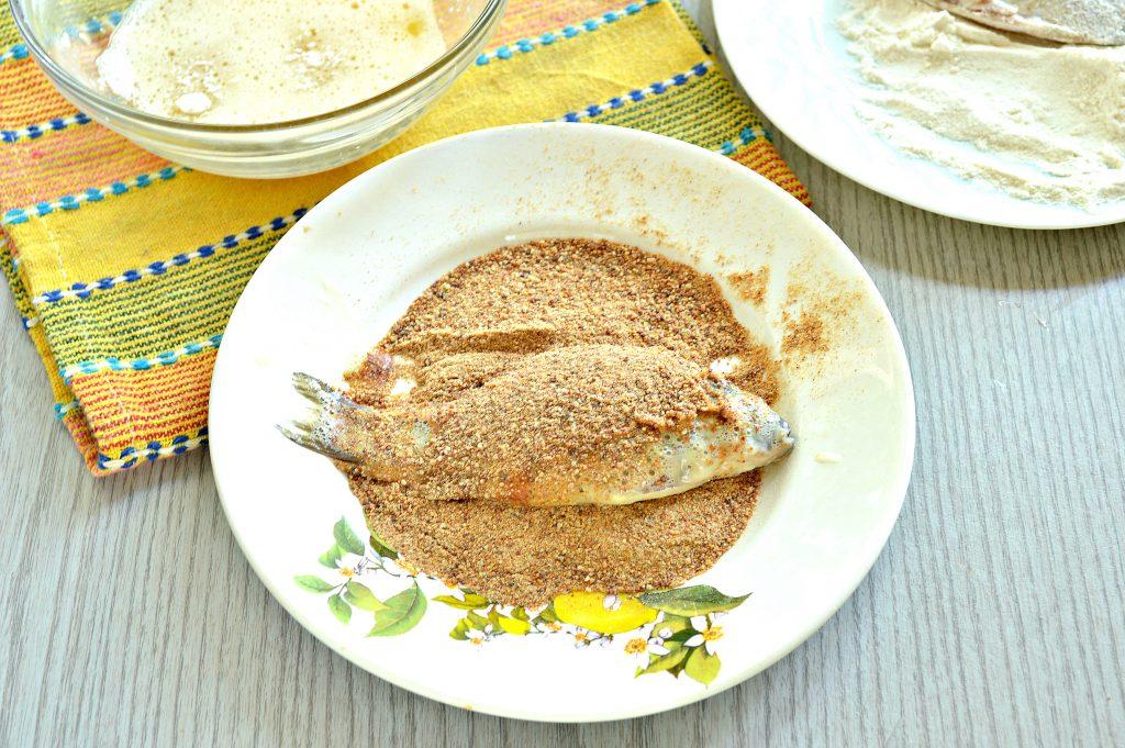 Фото рецепта - Караси в панировочных сухарях на сковороде - шаг 5