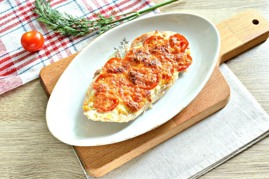 Фото рецепта - Отбивная из куриной грудки в духовке с сыром и черри - шаг 6