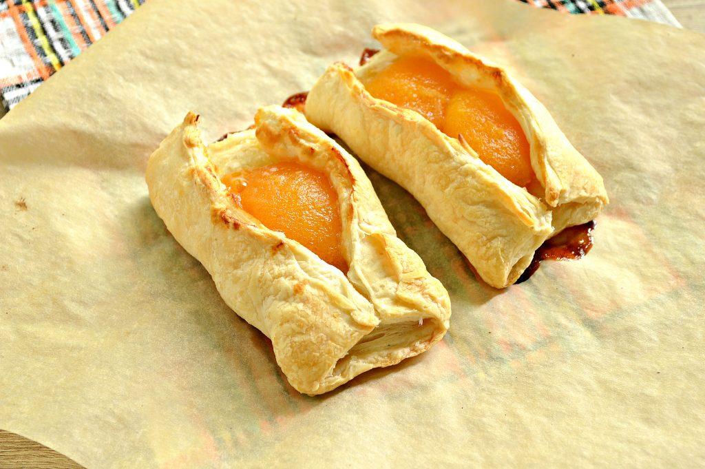 Фото рецепта - Слойки с абрикосами - шаг 6