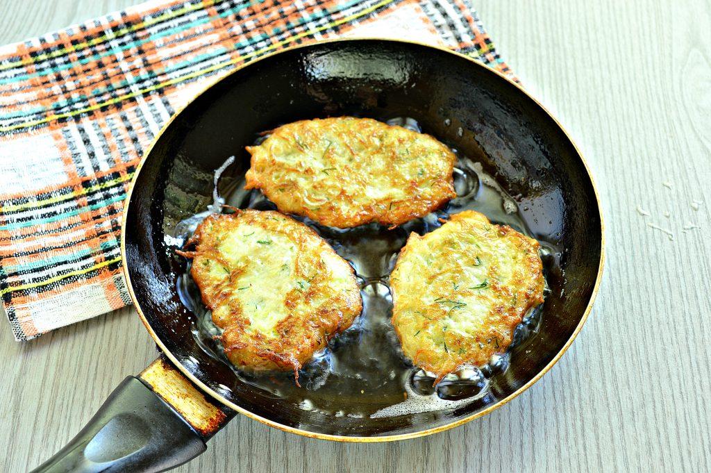 Фото рецепта - Картофельные драники с кабачком - шаг 6