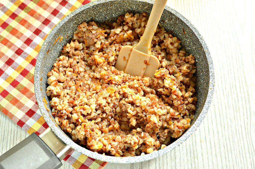 Фото рецепта - Гречка по-купечески с мясным фаршем - шаг 6