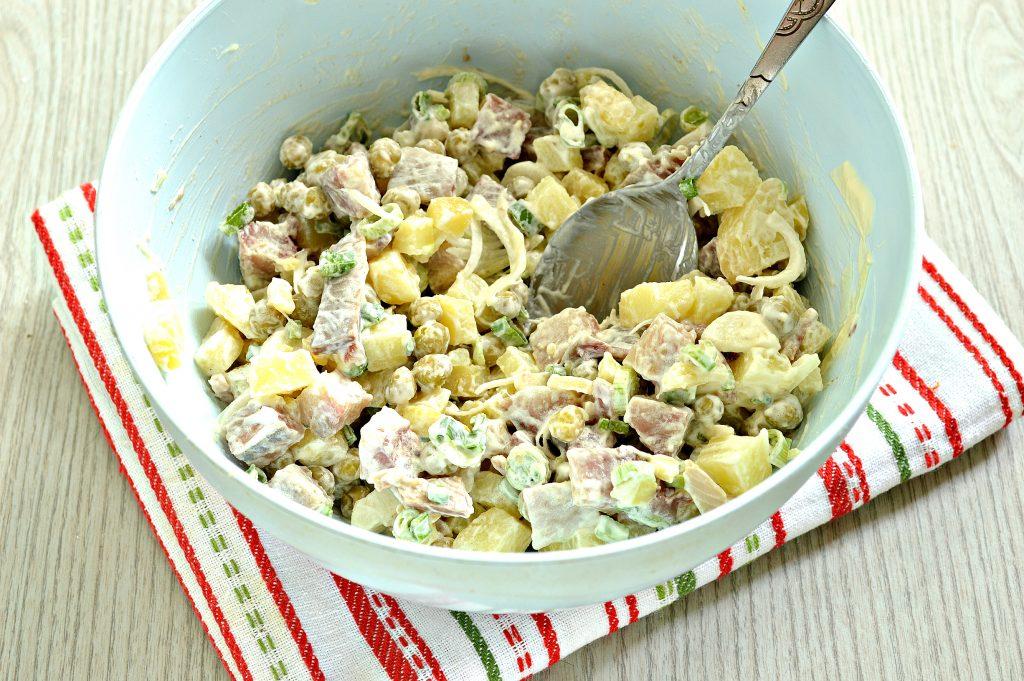 Фото рецепта - Рыбный салат с картофелем и зеленым горошком - шаг 6