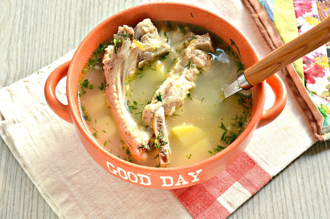 Ароматный картофельный суп со свиными ребрышками