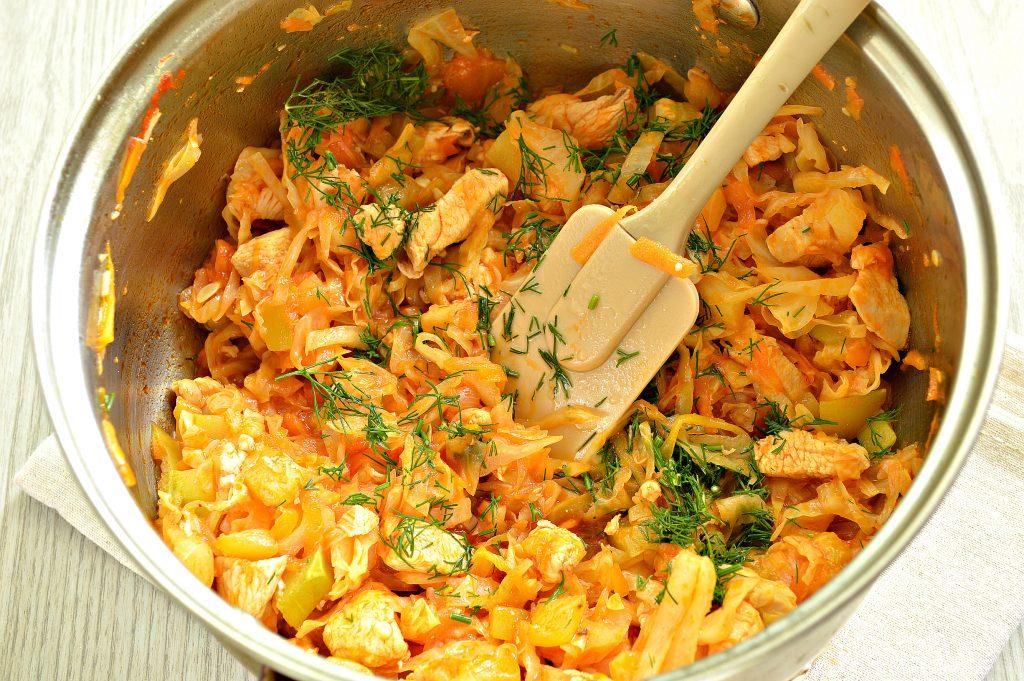 Фото рецепта - Рагу из куриной грудки с кабачками и капустой - шаг 6