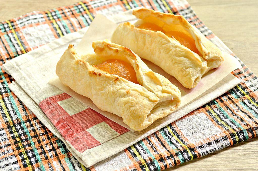 Фото рецепта - Слойки с абрикосами - шаг 7