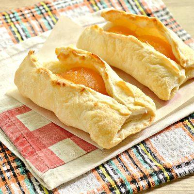 Слойки с абрикосами - рецепт с фото