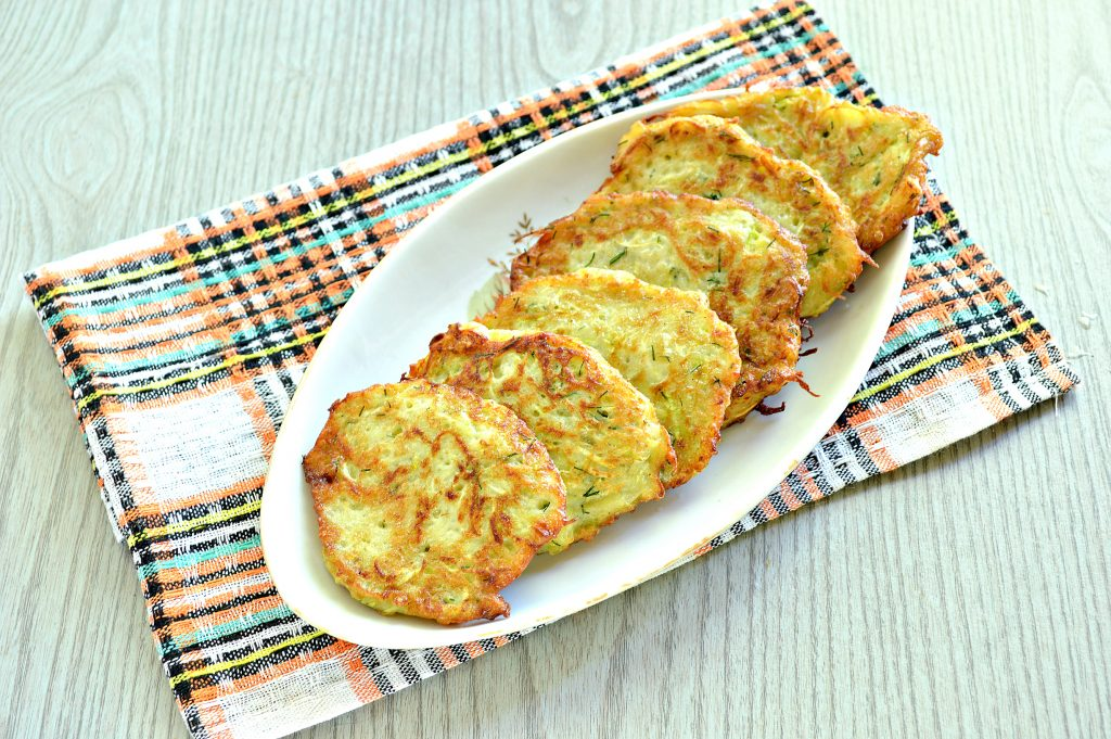 Фото рецепта - Картофельные драники с кабачком - шаг 7