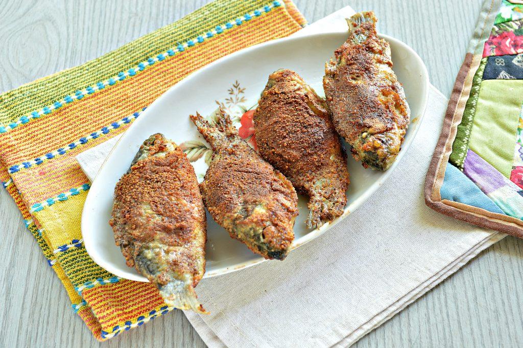 Фото рецепта - Караси в панировочных сухарях на сковороде - шаг 7