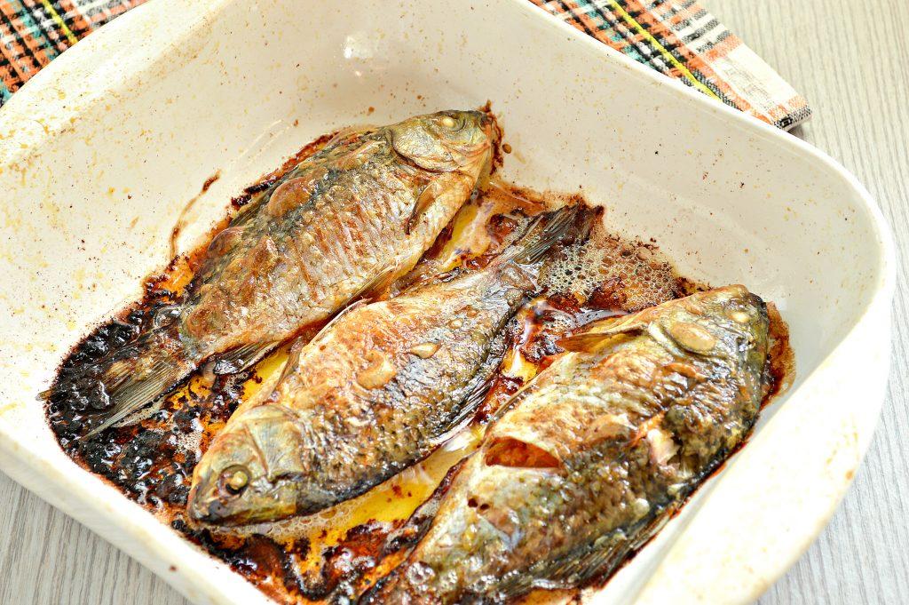 Фото рецепта - Карась, фаршированный овощами, запеченный в духовке - шаг 7