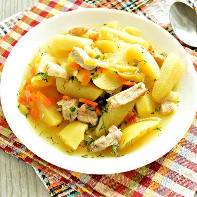 Молодой картофель, тушеный со свининой и овощами - рецепт с фото