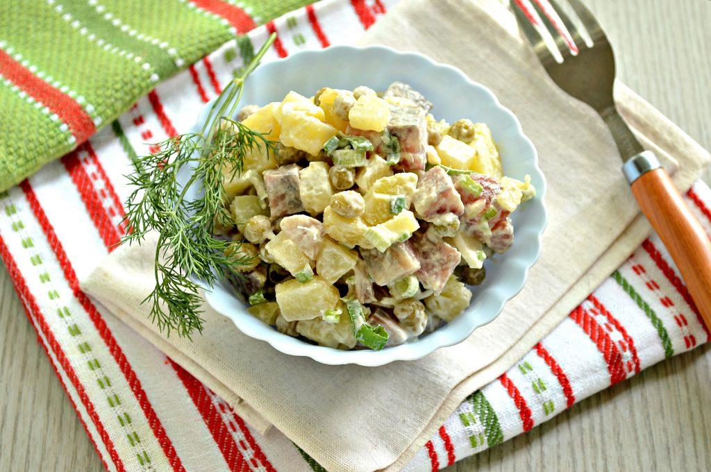 Фото рецепта - Рыбный салат с картофелем и зеленым горошком - шаг 7