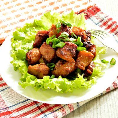 Свинина в соевом соусе, жаренная с луком - рецепт с фото