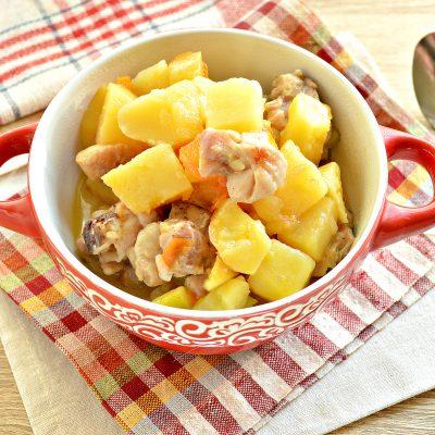 Курица, тушенная с кабачками и картофелем - рецепт с фото