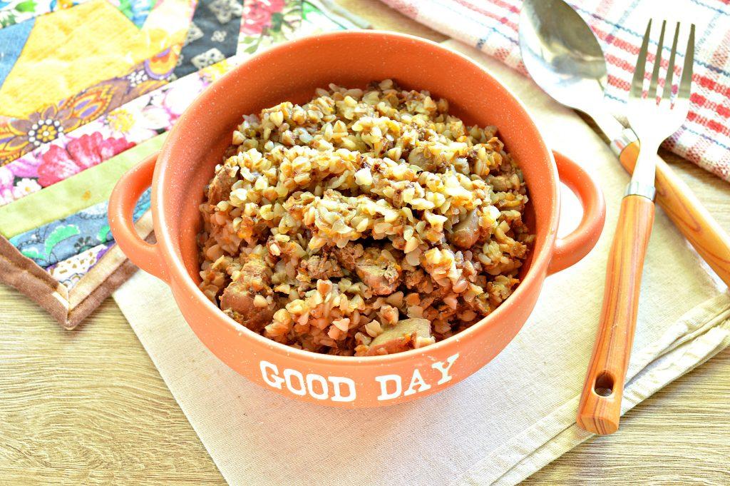 Фото рецепта - Куриная печень с гречкой и овощами - шаг 8
