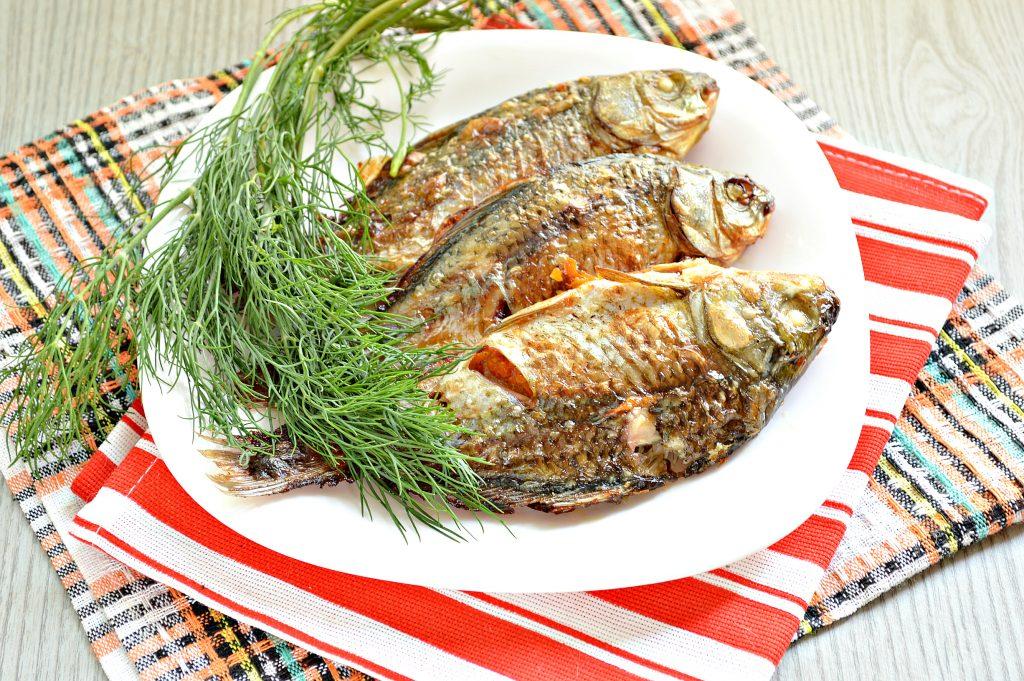 Фото рецепта - Карась, фаршированный овощами, запеченный в духовке - шаг 8