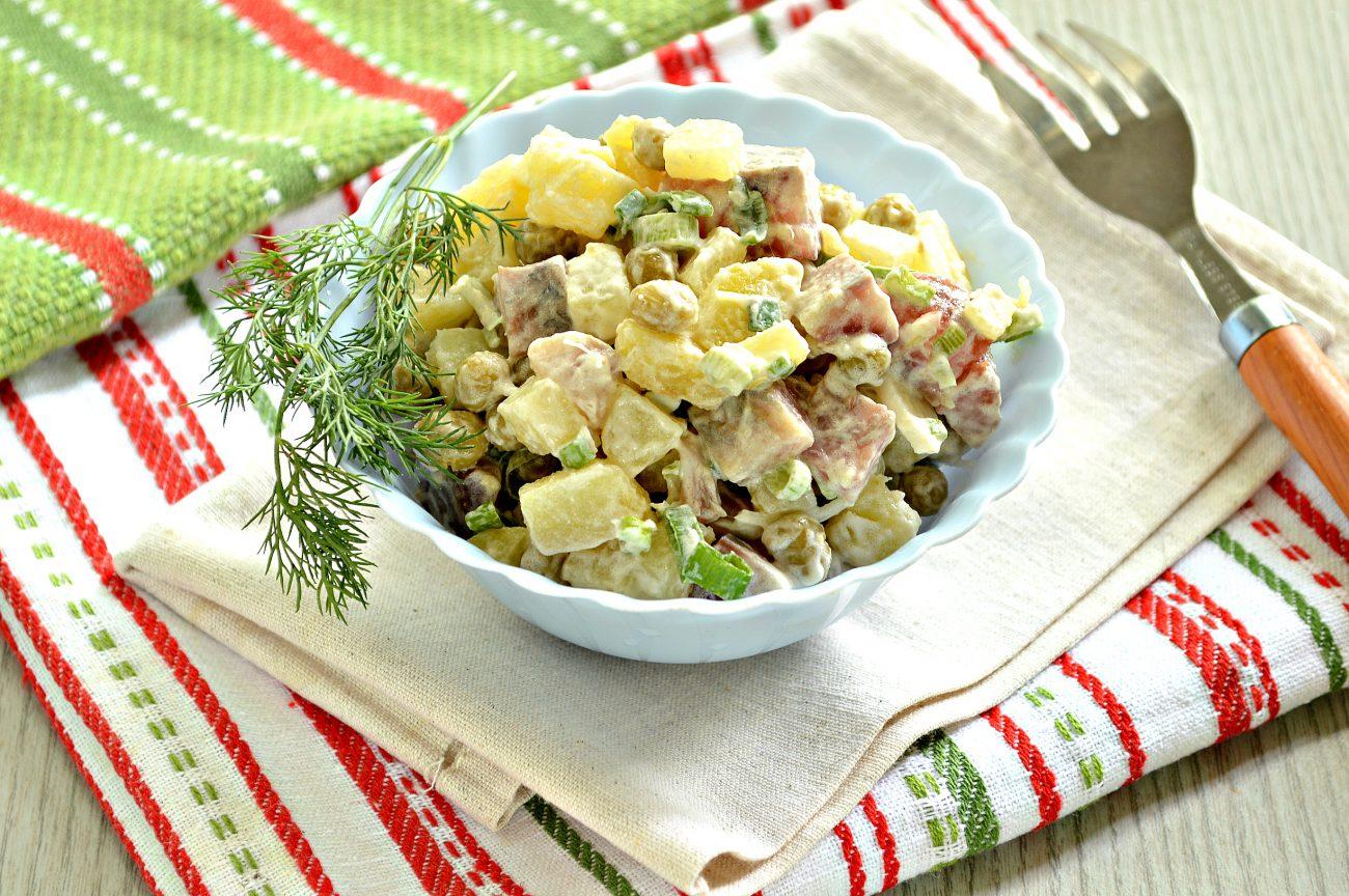 Рыбный салат с картофелем и зеленым горошком