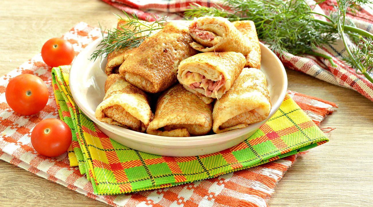 Фаршированные блины, запеченные в духовке с копченой колбасой и сыром