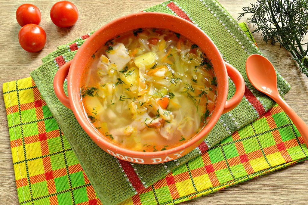 Фото рецепта - Овощной суп с молодой капустой и курицей - шаг 8